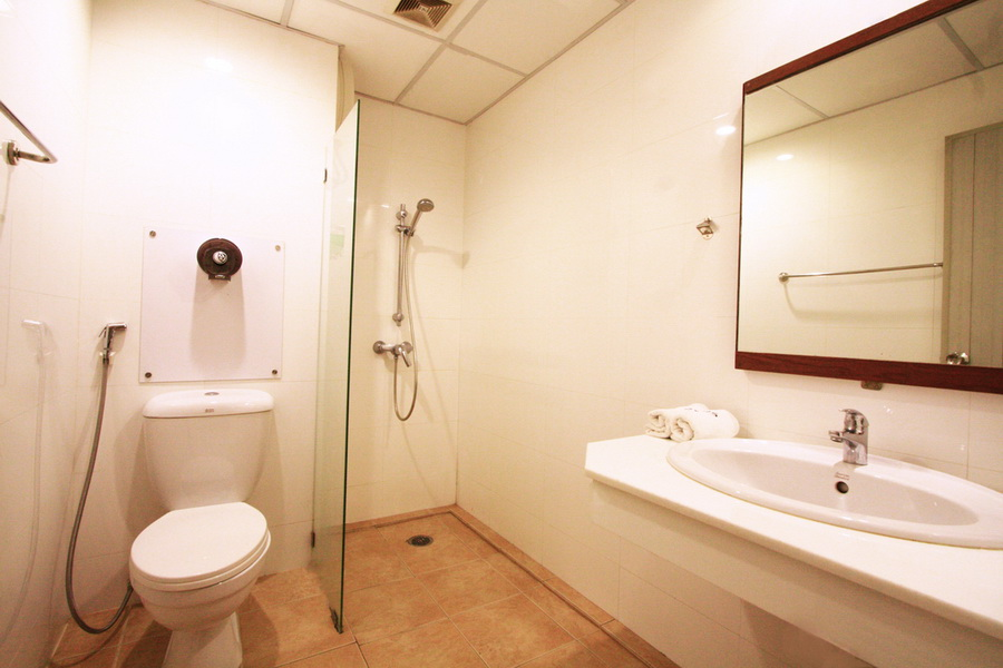 rsz superior bathroom1